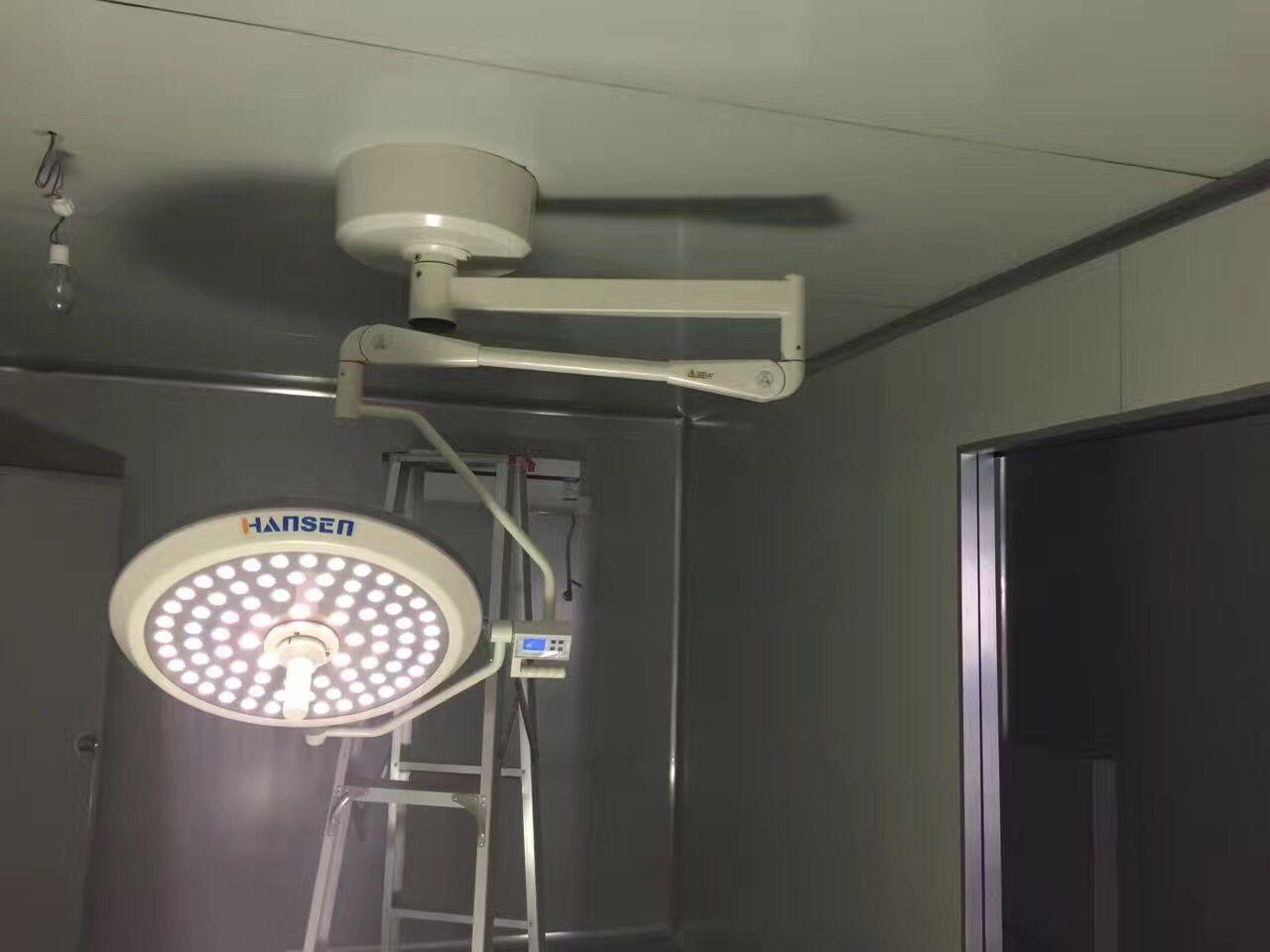 LED手术灯的安装现场